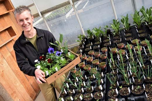 Patrick Biedermann in der Gärtnerei