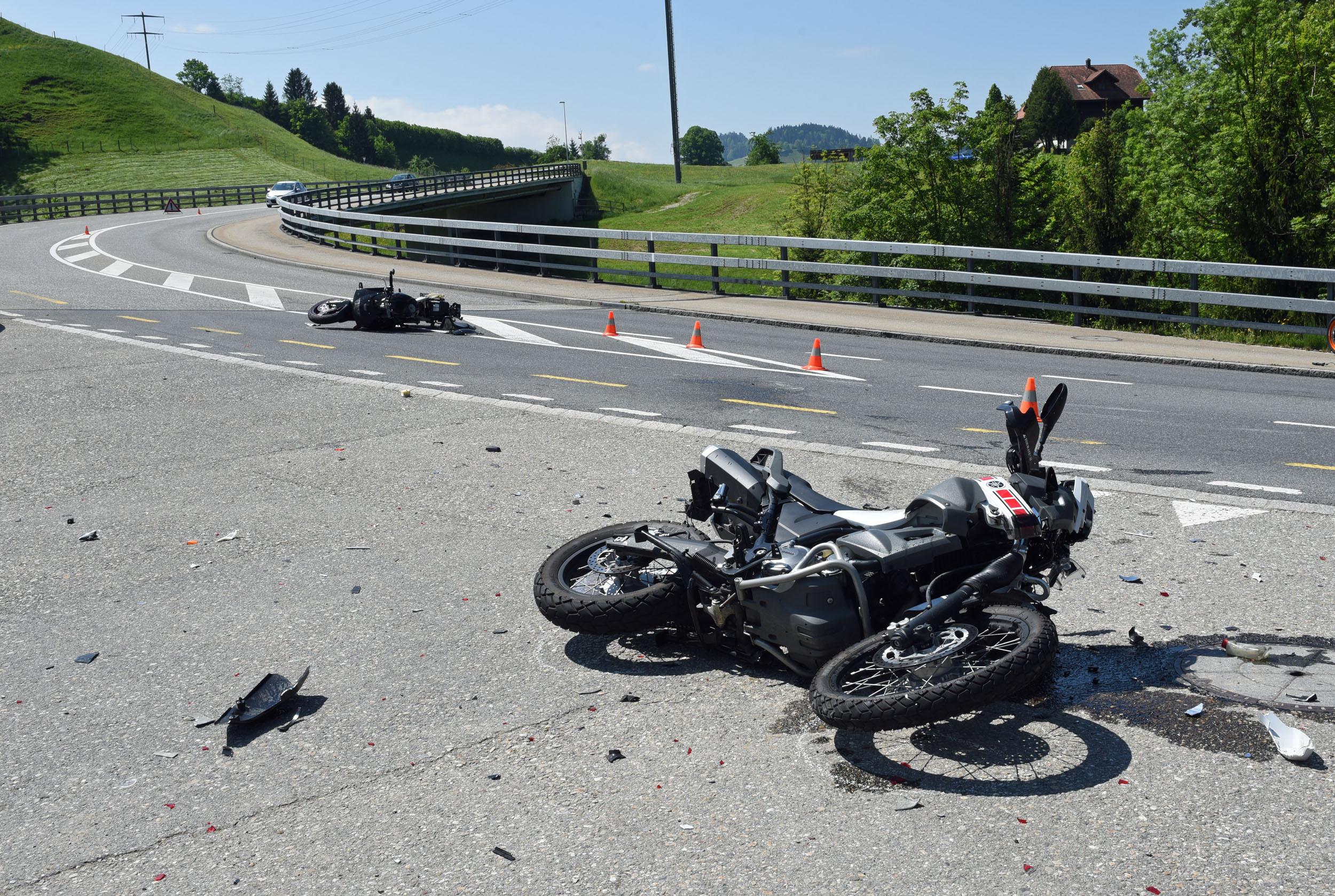 Zwei Motorradfahrer nach Kollision in Entlebuch schwer verletzt
